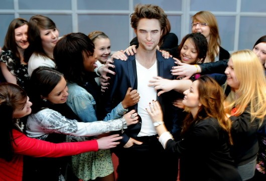 60413562 Iata statuia de 150.000 $ a lui Robert Pattinson