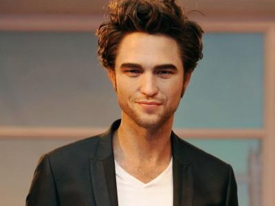 60413565 Iata statuia de 150.000 $ a lui Robert Pattinson