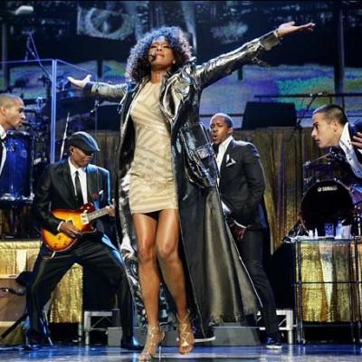 Whitney Houston 993828a e1270664051331 400x400 Whitney Houston revine pe marile ecrane