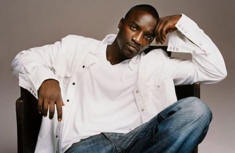 akon Piesa noua Akon – Her Shoes