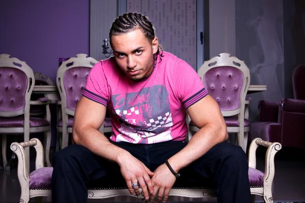 l d835b35eca9746a2879c4f08644fc577  Sonny Flame isi lanseaza noul single GLAMITY in emisiunea lui Akon!