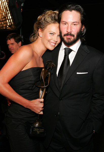19629 Charlize Theron si Keanu Reeves sunt impreuna (Video)