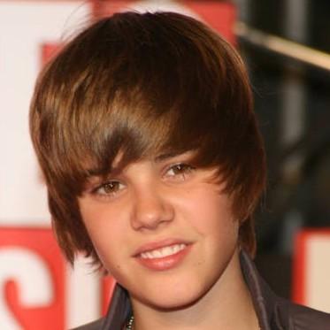 Justin Bieber1 e1278438346616 Justin Bieber îşi lansează parfum (video)