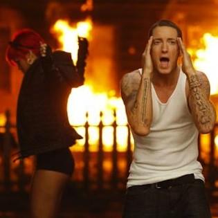 rihanna eminem fire e1281107652677 Rihanna feat. Eminem   Love the way you lie (part 2)