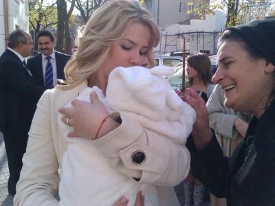 CRBL si-a botezat fetita (poze) www.vedetepenet.ro
