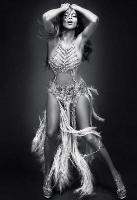 Jennifer Lopez, sexy in revista Glamour  www.vedetepenet.ro