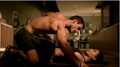 Kim Kardashian face reclama la adidasi www.vedetepenet.ro