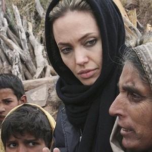 Angelina Jolie Afghanistan e1299138724925 Angelina Jolie luptă pentru refugiaţi (video)