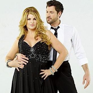 Kirstie Alley Dancing with the Stars e1300801663553 Kirstie Alley şi partenerul său de dans au căzut pe scenă
