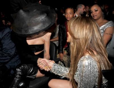 Lady Gaga Jennifer Lopez Grammys 550x425 400x309 Lady Gaga colaborează cu Jennifer Lopez