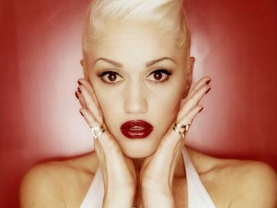 Gwen Stefani donează un milion de dolari copiilor afectați de seismul din Japonia www.vedetepenet.ro