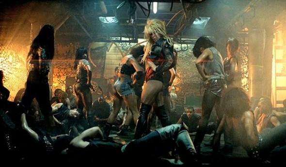 BS1 590x346 A fost dublată Britney Spears în scenele de dans... de un bărbat?