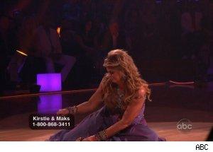 Kirstie Kirstie Alley este urmărită de ghinion. Şi a pierdut pantoful pe scenă