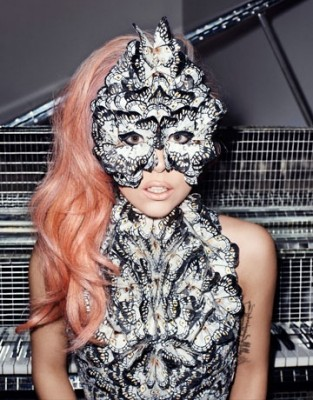 Lady Gaga ww.vedetepenet.ro  313x400 Lady GaGa a pozat pentru revista Harper's Bazaar (poze)
