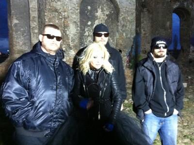 Loredana www.vedetepenet.ro  400x298 Loredana colaborează din nou cu BUG Mafia, după 13 ani