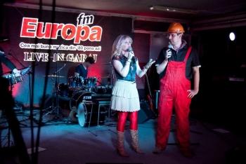 loredana groza si george zafiu www.vedetepenet.ro  Loredana a cântat alături de fiica ei Elena în Garajul Europa FM