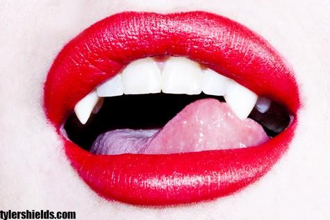 01 Lindsay Lohan şi Michael Trevino sunt vampiri (foto+video)