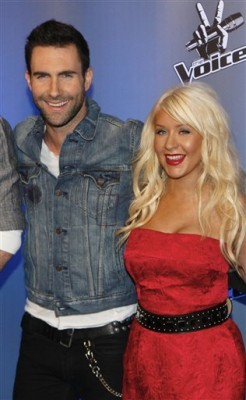 adam levine christina aguilera moves like jagger 246x400 Nou: Adam Levine feat. Christina Aguilera  Moves Like Jagger