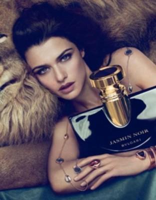 Rachel weisz bulgari 312x400 Rachel Weisz este imaginea noului parfum Bulgari   Jasmine Noir