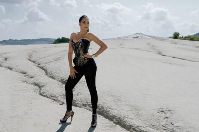 Single nou: Shazelle - If We Fell In Love (Videoclip) www.vedetepenet.ro