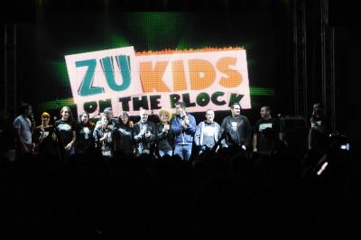 ZU toata echipa de prezentatori 400x266 Radio ZU a făcut spectacol pe acoperiş (foto)