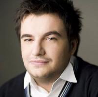 razvan1 200x199  Răzvan Ciobanu revine în atenția consumatorilor de modă .