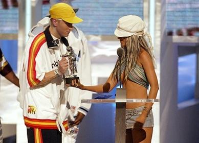 christinaaguileraeminemwww.vedetepenet.ro  Christina Aguilera, în colaborare cu Eminem?