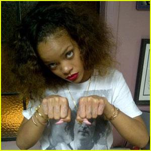 rihanna tupac thug life tatuaj www.vedetepenet.ro  Rihanna, inspirată de 2Pac pentru un tatuaj