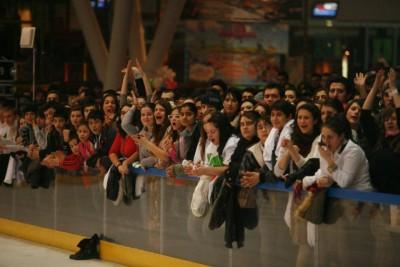 20.000 de voci au cântat în cor la ZU Loves YOU (Poze) www.vedetepenet.ro