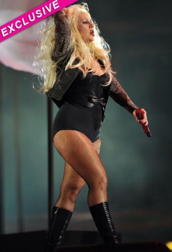 christina aguilera greutate alcool www.vedetepenet.ro  Christina Aguilera, un dezastru?