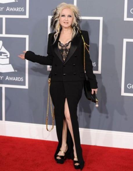 gafe vestimentare5.www .vedetepenet.ro  458x590 Cele mai ciudate apariții de la Premiile Grammy 2012
