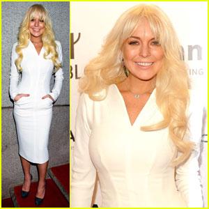 lindsay lohan aparitie socanta covorul rosu www.vedetepenet.rojpg  Lindsay Lohan, apariţie şocantă pe covorul roşu