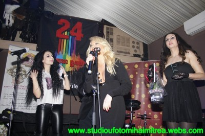reea laura cosoi.www .vedetepenet.ro  400x266 Show total la Gala Premiilor Online Radar de Media alături de Jayssa, Mike şi REEA
