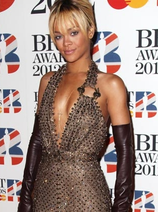 rihanna brit awards 2012 www.vedetepenet.ro  Rihanna   We Found Love (Live @ Brit Awards 2012)