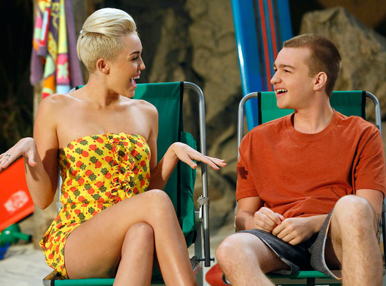 """Miley Cyrus in """"Two and a Half Men"""" vedetepenet.ro"""