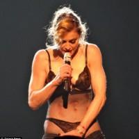 Madonna striptease pe Staples Centre (poze) 2 vedetepenet.ro