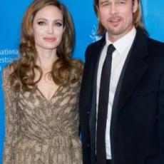 293x393 brad si angelina vedetepenet.ro  230x230 Brad Pitt si Angelina Jolie se vor casatori in curand