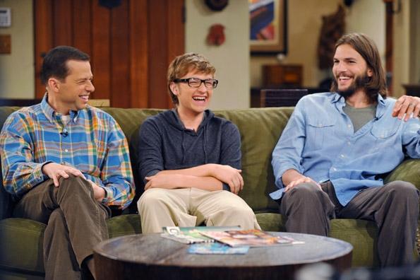 doi barbati si jumatate 2012 ashton kutcher vedetepenetro