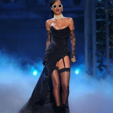 rihanna-victorias-secret-fashion-vedetepenetro