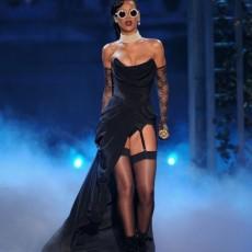 rihanna victorias secret fashion vedetepenetro 230x230 Rihanna, Justin Bieber și Bruno Mars pe aceeaşi scenă