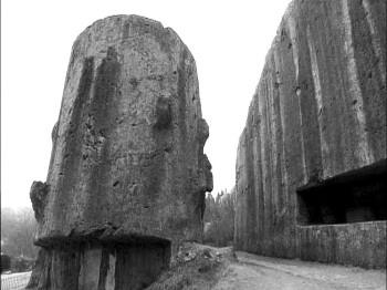 Stone1YangShan Vedetepenet.ro  Constructie din pietre masive in Yangshan, China, sfideaza legile fizicii