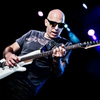 Imagine Joe Satriani revine în România