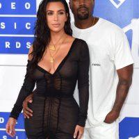 Imagini Kim Kardashian face bani si cand refuza anumite oferte de promovare a unor produse