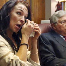 Imagine Ea e femeia care da in judecata SAMSUNG pentru 1,8 milioane de dolari dupa ce telefonul mobil i-a ramas blocat in vagin