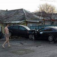 Imagini Şoferul care a provocat un accident la Constanţa, după Revelion, a coborât gol puşcă de la volan  IMAGINI