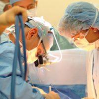 Imagini Pansament uitat de medici in abdomenul unei fetite de 11 ani operata de apendicita in urma cu an