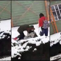 Imagini SOCANT! Elevă snopită în bătaie de două colege pe stradă, în Botoşani. VIDEO