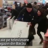 Imagini Bătaie pe televizoare la promoţie, într-un magazin din Bacău. VIDEO