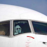 Imagini Coronavirus: Pilotul unui avion cargo, pe Aeroportul Wuhan China
